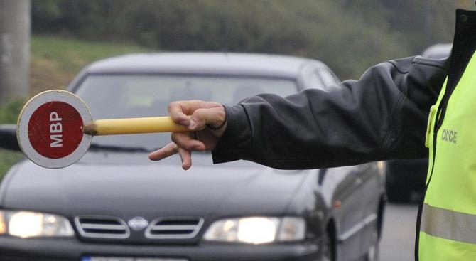 26-годишен опита да бутне 60 лв. подкуп на полицаи