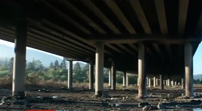"""Инспектират колоните на моста на  АМ""""Струма"""""""