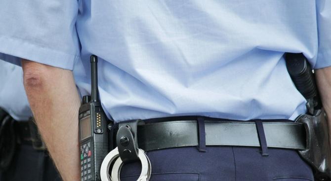Скандал между пет ромки завършил с женски бой и арест