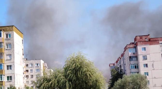 Гъст дим над пловдивска циганска махала, гасят пожар на запалени гуми