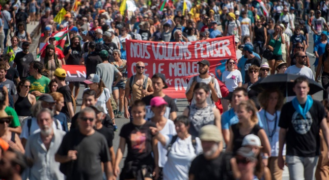 Хиляди противници на Г-7 на протестно шествие