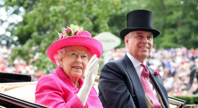 Британският принц Андрю съжали за отношенията си с финансиста Епстийн