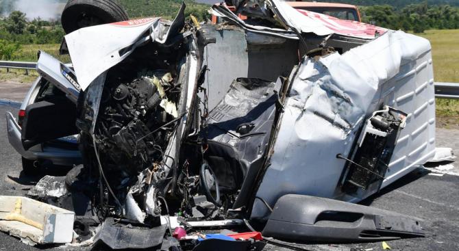 Трима души са загинали при катастрофи през изминалото денонощие