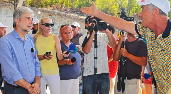 Нено Димов се срещна с протестиращите от село Атия