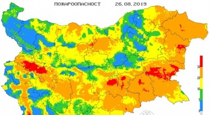 Опасност от пожари в 11 области на страната утре