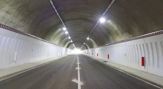 """Ограничават движението в тунел """"Топли дол"""" заради ремонт"""
