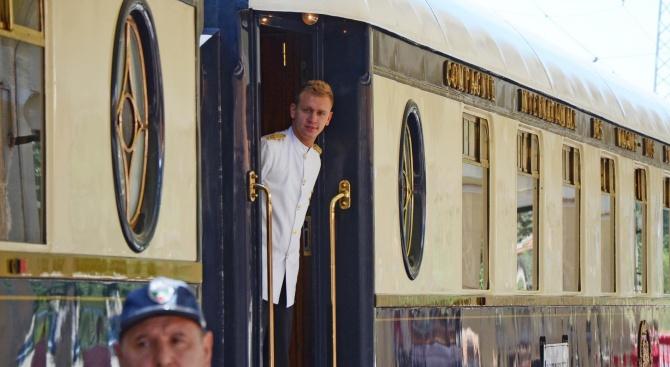 """Легендарният влак """"Ориент Експрес"""" пристигна в Русе"""