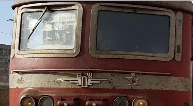 Пламна локомотивът на влака Бургас - Сливен