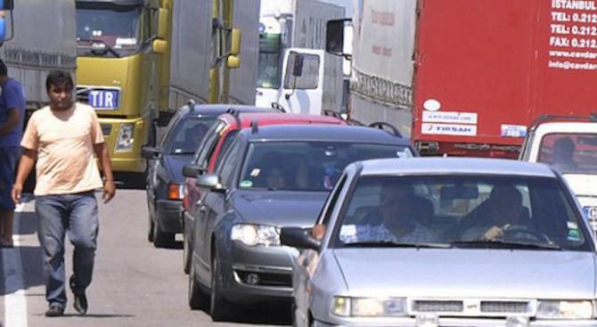 Интензивен трафик по границите ни