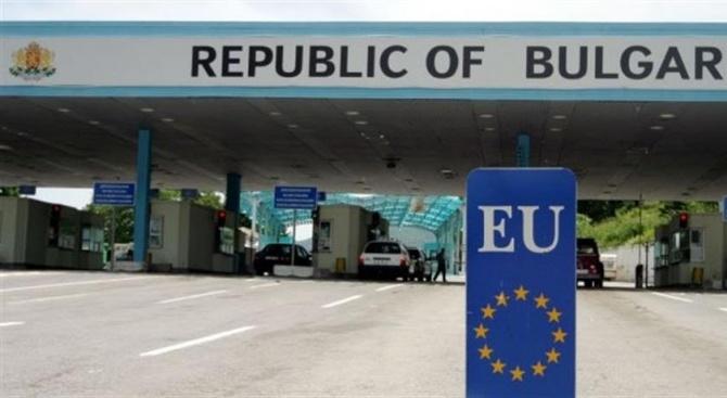 За интензивен трафик по границите от 29 август до 8 септември, предупреди гранична полиция
