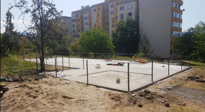 Нови кътове за игра на открито се изграждат в Благоевград и околните села