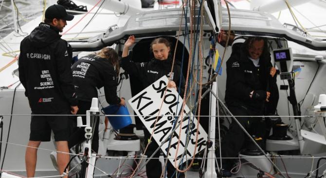 Грета Тунберг пристигна в Ню Йорк след 15-дневно пътуване с яхта през Атлантика