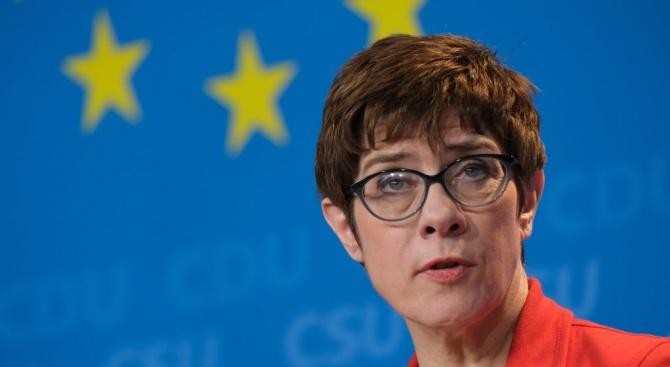 Страни от ЕС изразиха резерви към американската операция Сентинъл за ескортиране на кораби в Ормузкия проток