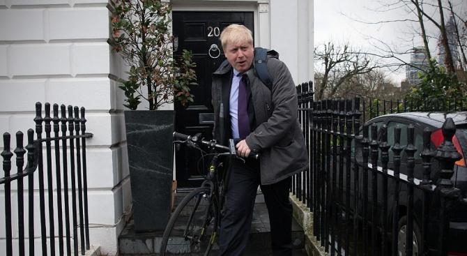 Съд отхвърли иск за временно блокиране на решението за спиране на работата на британския парламент