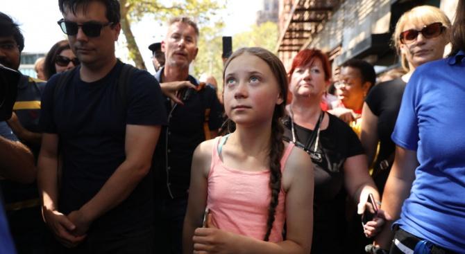 Грета Тунберг оглави протест на природозащитници пред централата на ООН в Ню Йорк