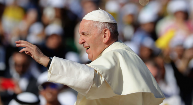 Папата заседна в асансьор и закъсня за своето неделно обръщение