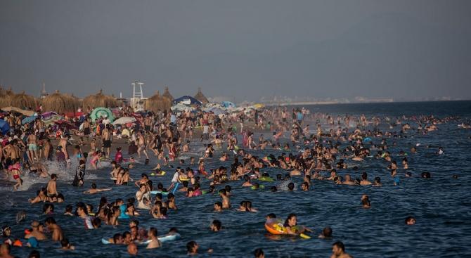 Над 10 милиона туристи са пристигнали в Анталия със самолет през 2019 г.