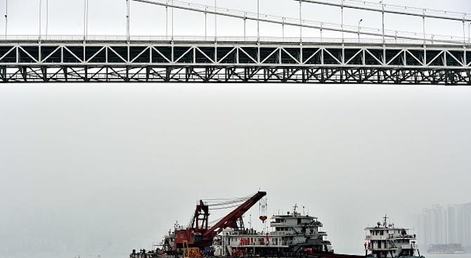 Има загинали хора на борда на обхванатата от пожар яхта край Калифорния