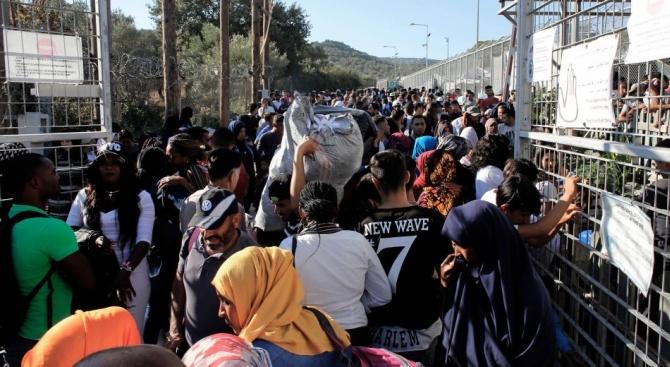 Бежанската вълна към Гърция се превърна в криза