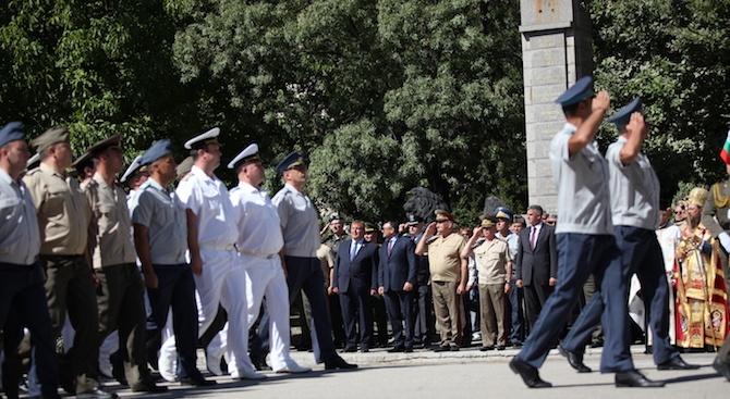 Каракачанов: Ще продължим политиката за повишаване на възнагражденията и социалните придобивки в отбраната