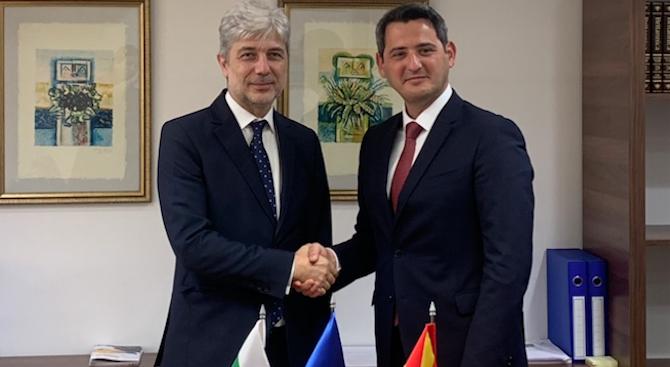 Министър Димов предложи на македонския си колега помощ в предприсъединителния процес