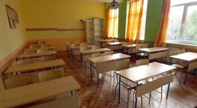 Без достатъчно учебници на български език в гимназията в Босилеград