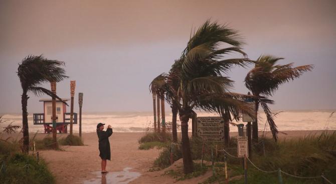 Ураганът Дориан отслабна, вече е трета категория