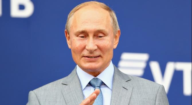 Руският химн разплака Владимир Путин в Монголия