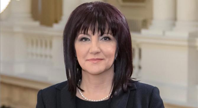 Караянчева с позиция за Мая Манолова
