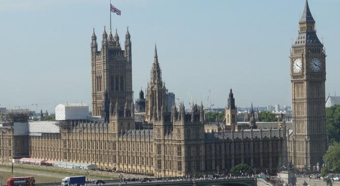 Британският парламент прие законопроект, задължаващ правителството да поиска от ЕС отлагане на датата на Брекзит