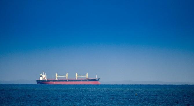 САЩ предложили няколко милиона долара на капитана на ирански танкер, за да задържат кораба