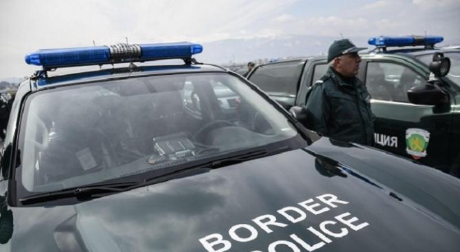 """Джип на """"Гранична полиция"""" се преобърна и запали"""