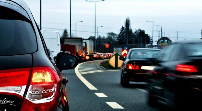 Интензивен трафик и засилено полицейско присъстие на пътя