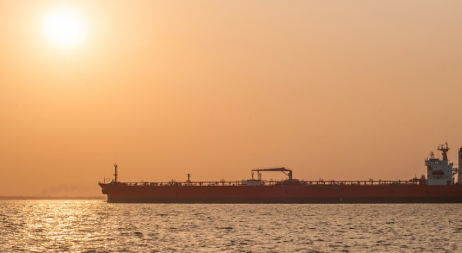 Пуснатият от Гибралтар ирански танкер е забелязан край Сирия