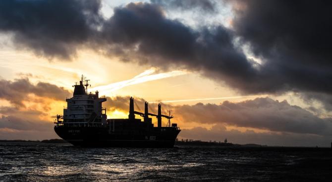 """Иран задържа в Ормузкия проток чуждестранен кораб на основание """"контрабанда на гориво"""""""