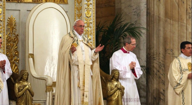 Папата осъди клановата култура на привилегии и корупция при визитата си в Мадагаскар