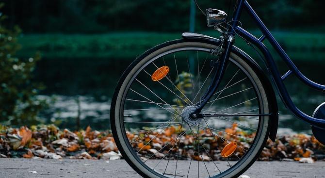 Велосипедист е с опасност за живота след катастрофа