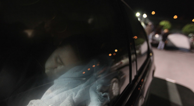 Шофьор си поспива зад волана, докато ''лети'' с близо 100 км/ч