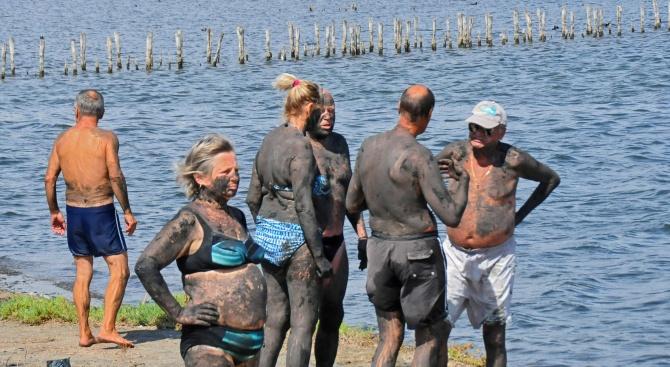 Поморийските кални бани привличат стотици туристи