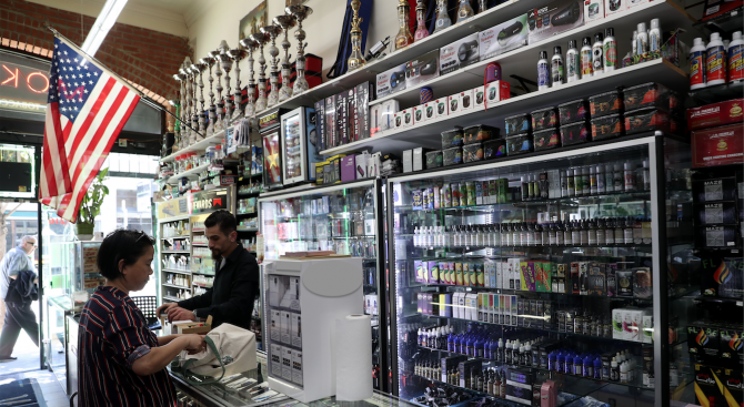 Агенцията по храни и лекарства в САЩ съветва: Да не се купуват е-цигари с неясен произход