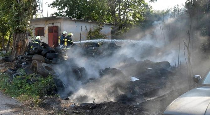 Склад за гуми изгоря в Шумен