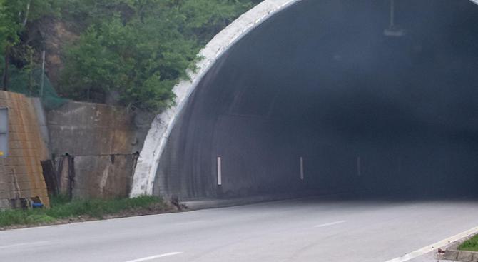 """Ограничават движението в тунел """"Траянови врата"""" на """"Тракия"""""""