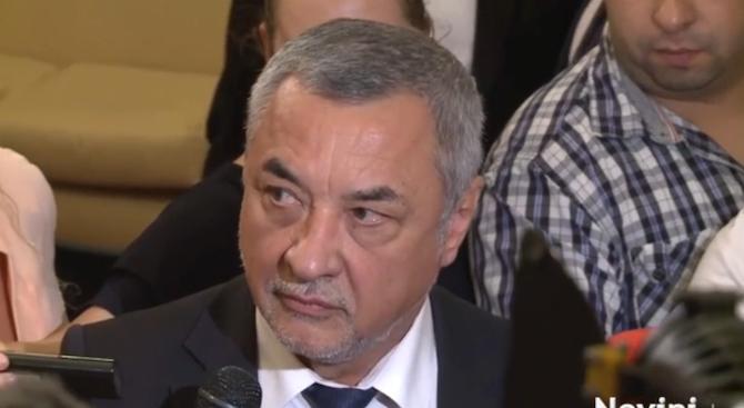 Валери Симеонов: Протестите срещу Иван Гешев може да преминат в метеж