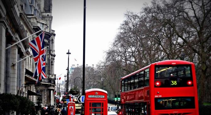 Чуждестранните студенти във Великобритания ще могат да останат до 2 години след завършването си