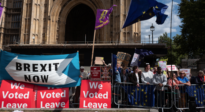 Великобритания се готви за недостиг на храни и безредици в случай на Брекзит без споразумение