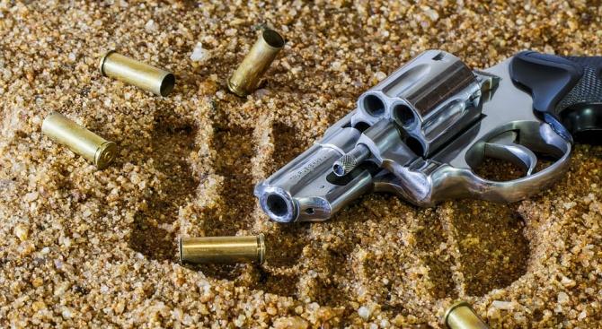 Незаконен пистолет и патрони са иззети при проверка на два имота в село Медковец