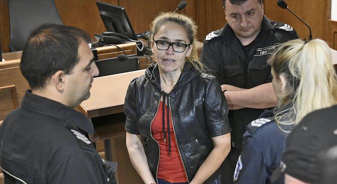 Десислава Иванчева не се яви на брифинга за чатовете за сваляне на Иван Гешев