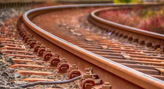 Два бързи влака ще спират отново на гара Батановци