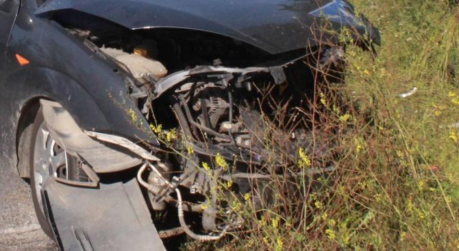 18-годишен заби колата си в дърво и пострада
