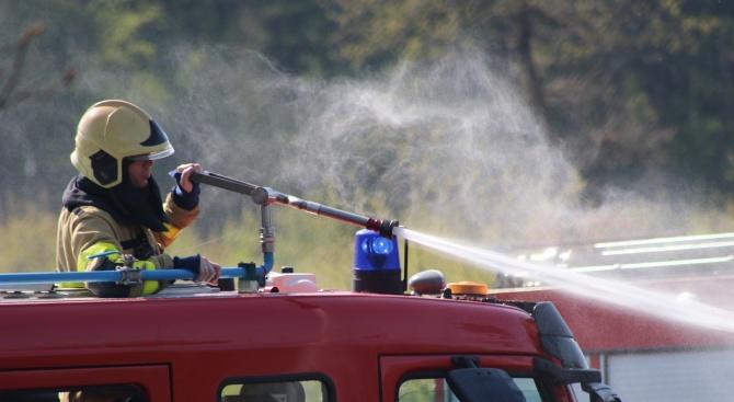 Пожар във вилна зона край Пазарджик